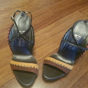 Salvator Feragamo NWOT Sz 7 1/2 Hi Heels Shoe